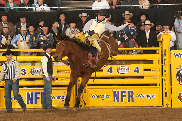Caleb Bennett rides the Pete Carr's Classic Pro Rodeo horse Wise Guy for 85.5 points to win the first go-round. It was Wise Guy's eighth round victory. (PRCA ProRodeo Photo by Larry Smith)
