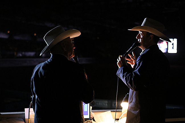 Bob Feist and Justin McKee kick start the fourth round under spotlight. (PHOTO BY STEPHANIE COOMBES)