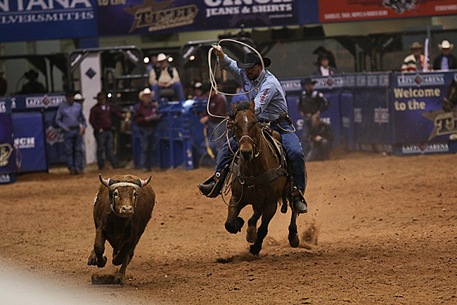 Two-time champion Kyle Lockett chases his steer during his final run of the round. (PHOTO BY STEPHANIE COOMBES)