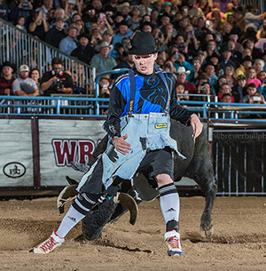 Travis Gidley controlled his bull to the tune of 86 points to advance to next week's Bullfighters Only Las Vegas Champoinship. (TODD BREWER PHOTO)