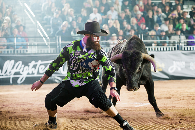 Weston Rutkowski makes another stellar move on Wednesday during his 88.5-point bout during the first round of the Bullfighters Only Las Vegas Championship. (TODD BREWER PHOTO)