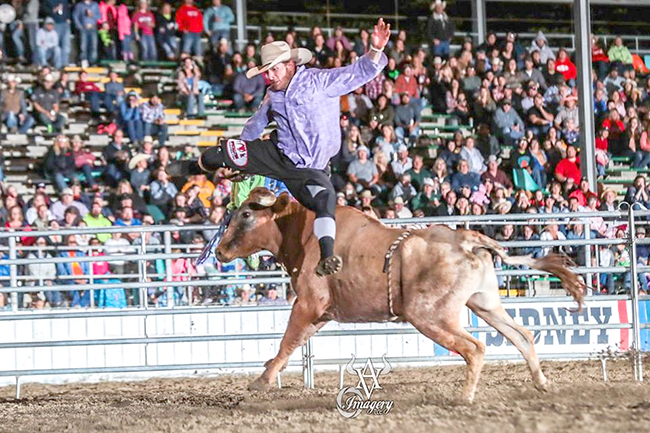 Kris Furr cross-jumps Double S Bulls' Teen Spirit en route to his first Bullfighters Only victory. (AVID VISUAL IMAGERY PHOTO)