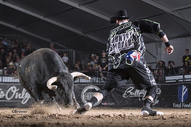 Weston Rutkowski dominated his fight during the second Preliminary Round with a 90.5-point fight to advance to the final day  of the Bullfighters Only Las Vegas Championship. (TODD BREWER PHOTO)