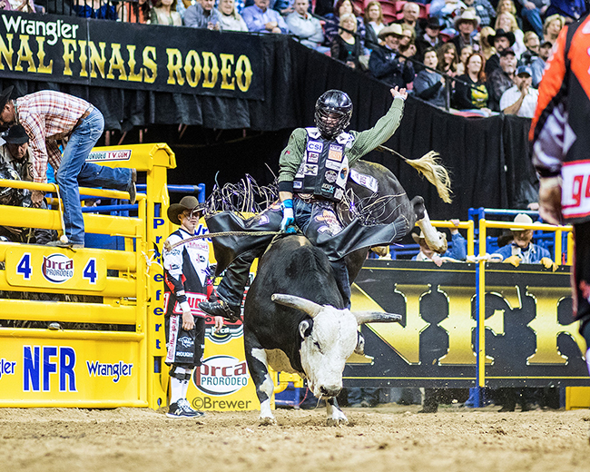 Garrett Smith rides Rafter G Rodeo's J Lazy for 87 points to win the second round Friday at the Wrangler National Finals Rodeo. (TODD BREWER PHOTO)