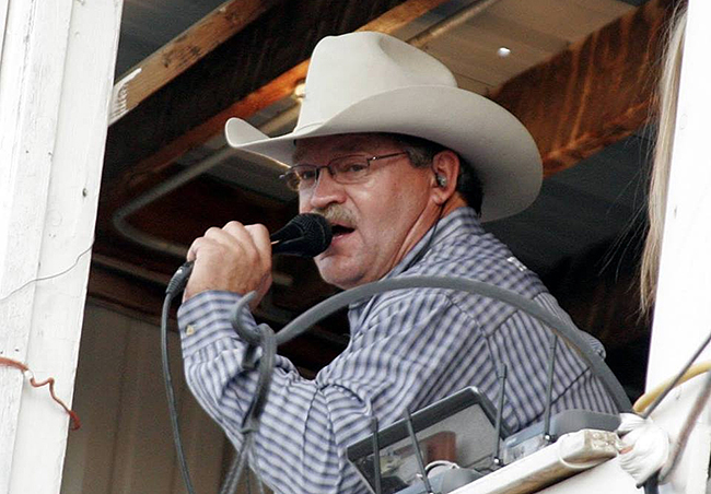 Steve Kenyon returns to Estes Park, Colo., to announce Rooftop Rodeo on ProRodeo Live and on Rural Radio, Sirius Satellite 147. He will broadcast t he final five performances. (WT BRUCE PHOTO)
