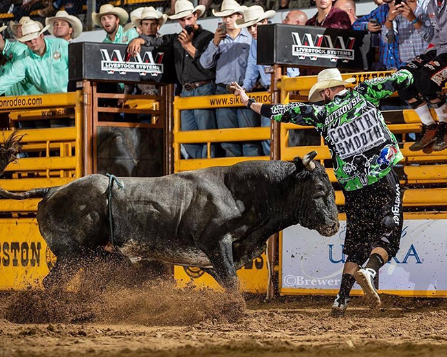 Weston Rutkowski won both rounds and the overall title at the Bullfighters Only Wrangler Bullfights Tour stop in Sikeston, Mo. By doing so, he moved to within $108 of leader Toby Inman in the Pendleton Whisky World Standings. (PHOTO BY TODD BREWER)