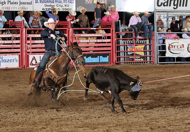 Travis Graves, a nine-time NFR qualifier from Jay, Okla., secures his heel loop Saturday night to help he and his partner qualify for Championship Sunday at Dodge City Roundup Rodeo. (PHOTO BY DAVID SEYMORE)