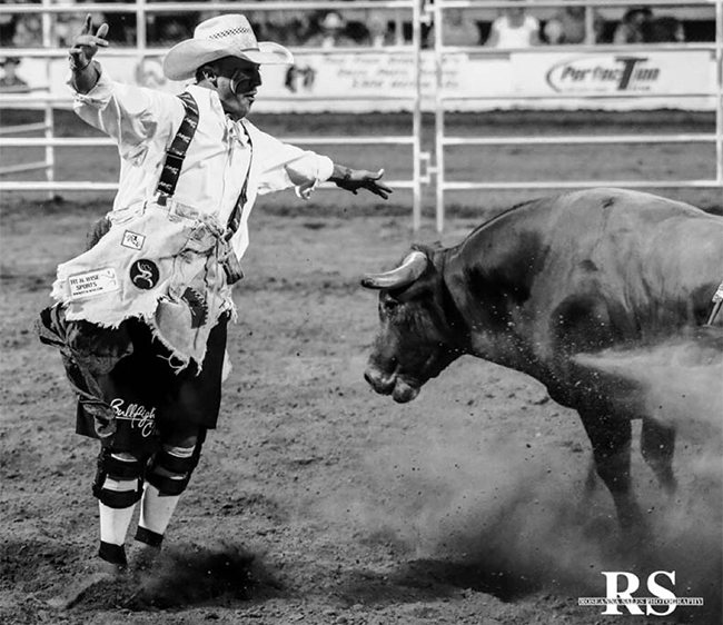 Veteran Ross Hill has put together a string of solid bullfights, reeling off three victories and taking the first-round lead at the Bullfighters Only Wrangler Bullfight Tour stop in Lewiston, Idaho. After suffering a severe knee injury that sidelined him for a year and a half, Hill has returned with a vengeance. (PHOTO BY ROSANNA SALES)